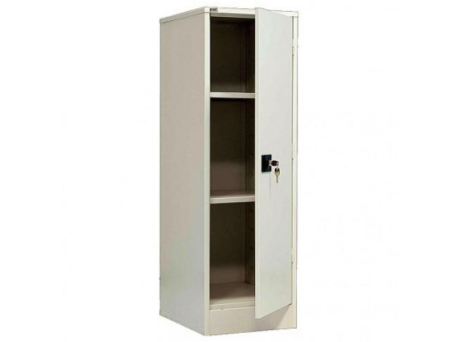 Обычно в квартирах организовывают один запирающийся шкафчик для хранения лекарств и хим. средств
