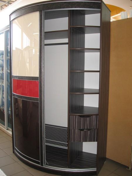 Принцип открывания дверей радиусного шкафа
