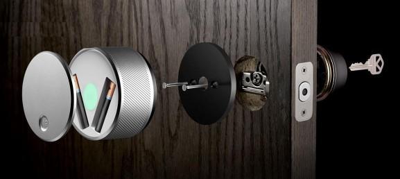 Процесс открывания электронного замка на входной двери