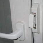 Процесс регулировки фурнитуры от различных производителей на окнах и дверях