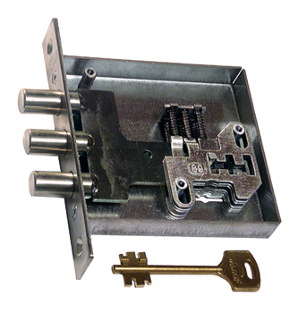 Сувальдный замок с набором ключей