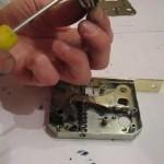 Как разобрать дверной замок своими руками