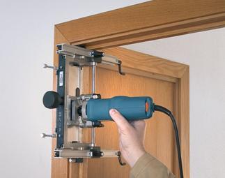 Установка второй части дверной петли