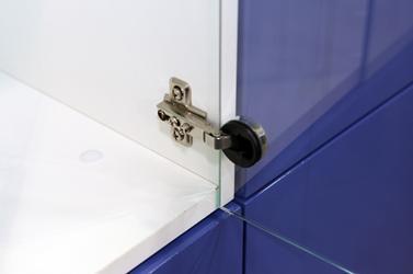 Мебельная петля, для монтажа которой требуется сверление стекла