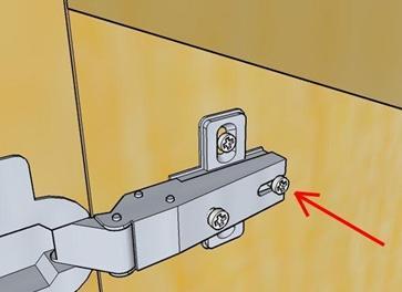 Болт, позволяющий установить дверцу ближе или дальше