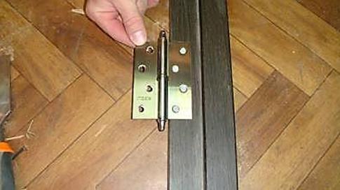 Прикрепление петли к дверному полотну для снятия замеров