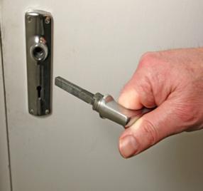 Что делать, если ручка на межкомнатной двери сломалась