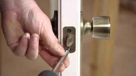 Качественный монтаж ручки межкомнатных дверей – залог ее долгой и безотказной работы