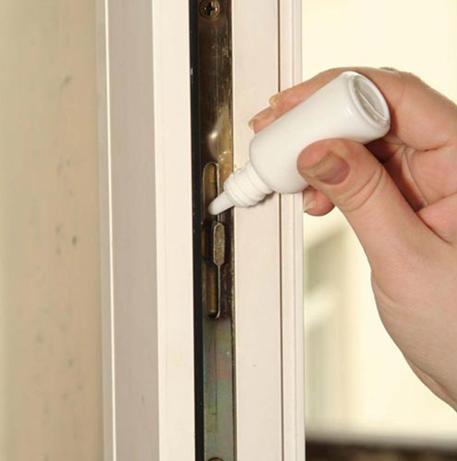 Как правильно смазать дверной механизм