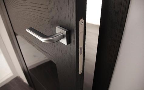 Дверная ручка с магнитным механизмом закрывания