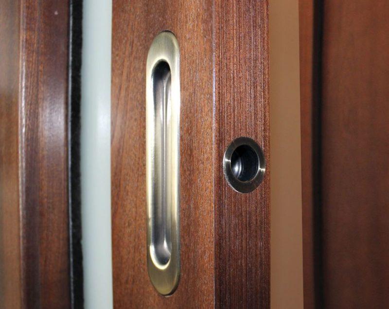 Врезная ручка для раздвижных межкомнатных дверей