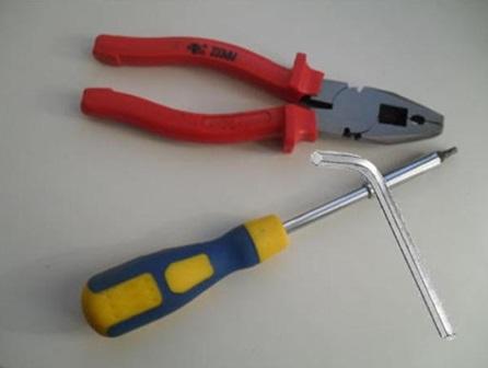 Инструменты, необходимые для регулировки двери