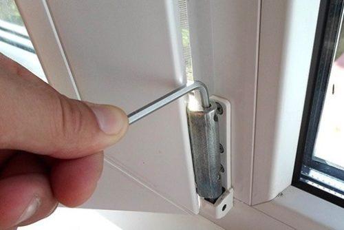 Вертикальная регулировка дверного полотна