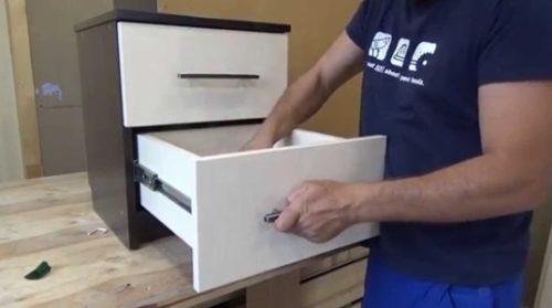 Фиксация ручки на ящике