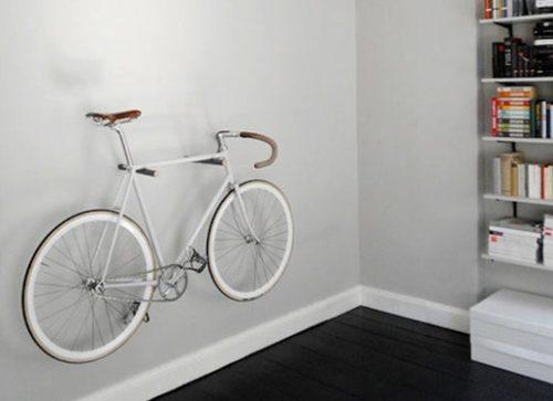 Крепление велосипеда к стене для длительного хранения