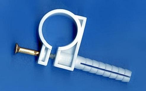 Устройство для крепления труб с фиксирующим болтом