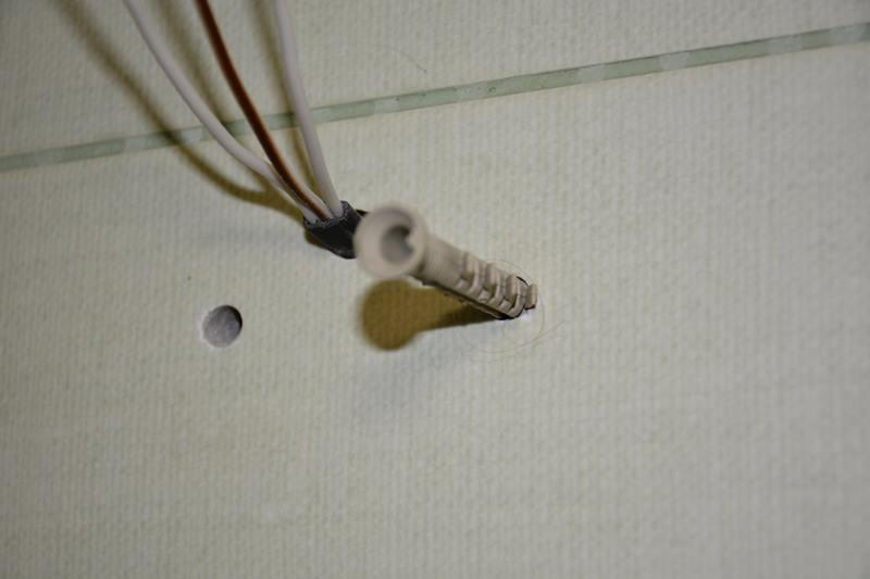 Сверление отверстий и установка дюбелей