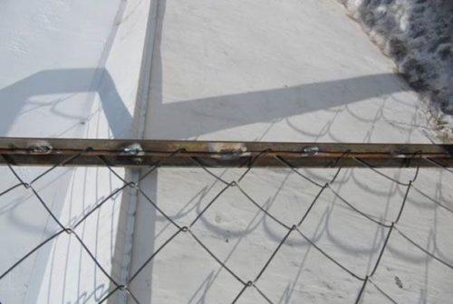 Фиксация сетки Рабица методом сварки через прутки