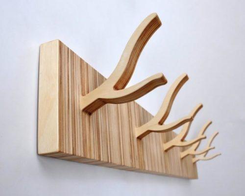 Деревянная вешалка с индивидуальным дизайном