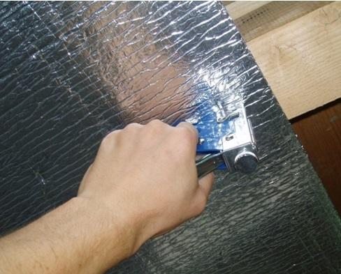 Фиксация утеплителя строительным степлером