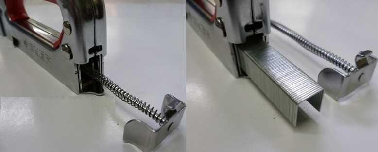 Процесс зарядки механического степлера скобами