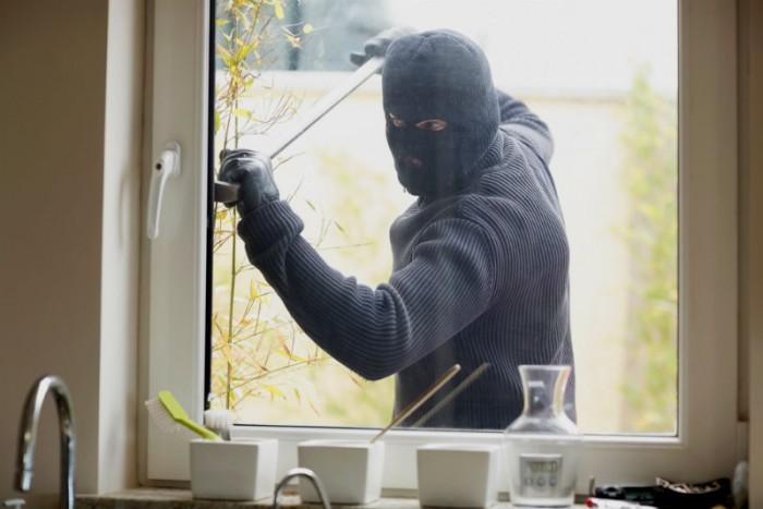 Противовзломная фурнитура защищает дом от несанкционированного проникновения