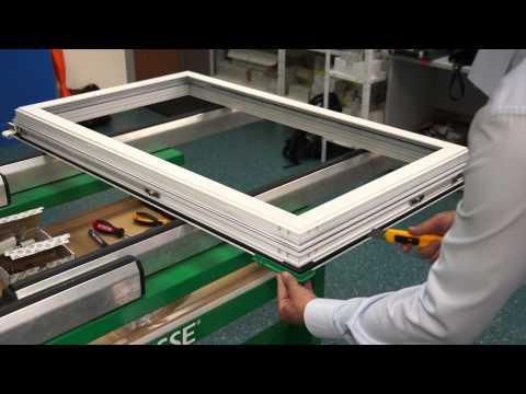 Демонтаж фурнитуры со створки окна