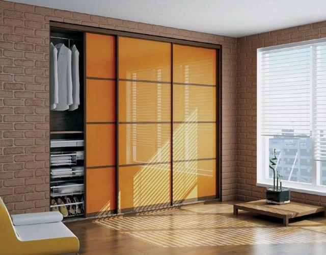 Встроенные шкафы также можно оборудовать запирающей фурнитурой