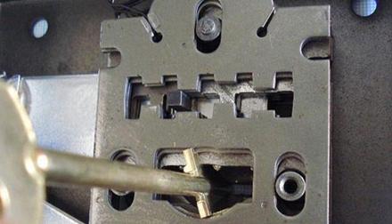 Сувальдное устройство замка