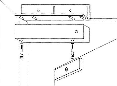 Монтаж основной части замка на металлический уголок