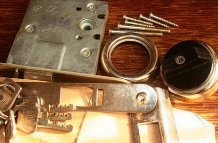 Подготовка к установке замка врезного с дисковым механизмом