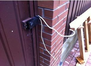 Подключение электромеханического замка к токоведущей линии