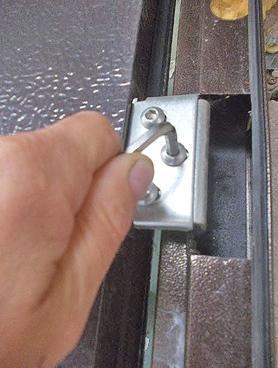 Установка двери в правильном положении