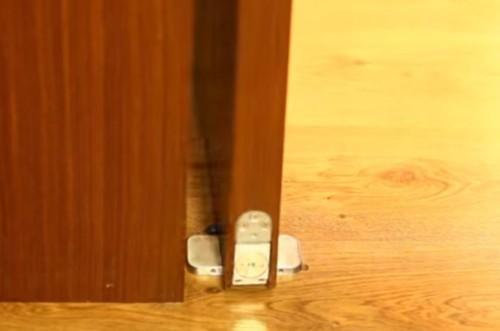 Регулируемые петли-доводчики для деревянного полотна с функцией фиксации на 90°