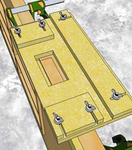Установка шаблона на дверное полотно и подбор замеров выемки