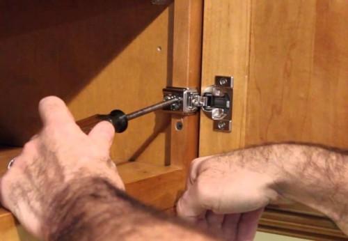 Мебельная фурнитура нуждается в регулярной регулировке