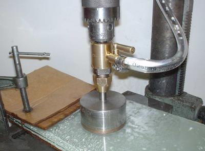 Подготовка отверстий для монтажа петли