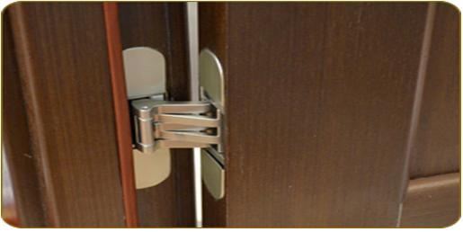 Внешний вид скрытой петли в двери