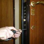 Установка и замена замка входной двери своими руками