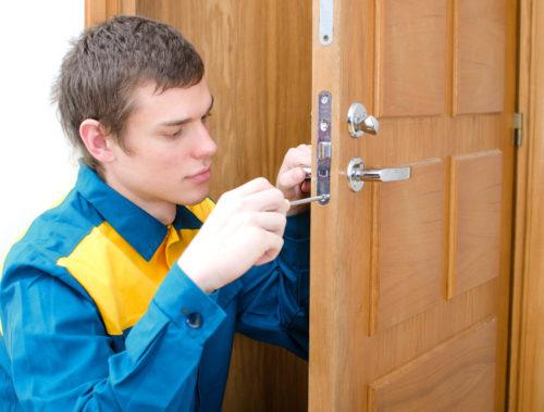 Как снять замок с двери самостоятельно