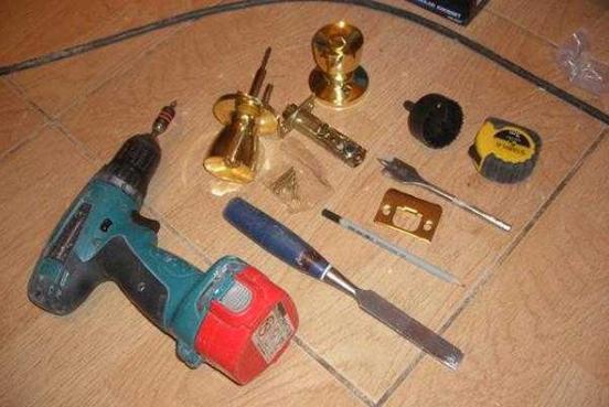 Инструменты для установки ручки-защелки