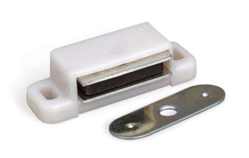 Простейшая магнитная защелка для межкомнатной двери