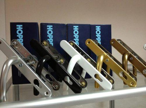 Ручки для дверей ПВХ на планке разных расцветок
