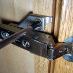 Регулировка дверей шкафа своими руками