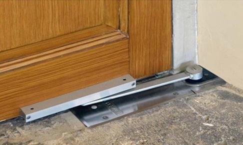 Дверная фурнитура, устанавливаемая в пол