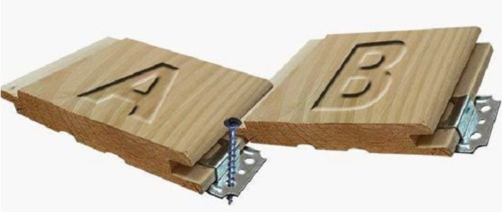 Крепить деревянные панели к обрешетке лучше с помощью кляммеров