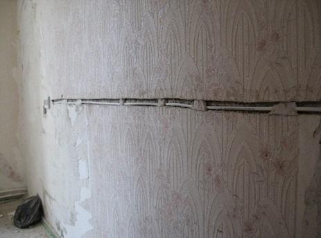 Фиксация кабеля при помощи алебастровой смеси