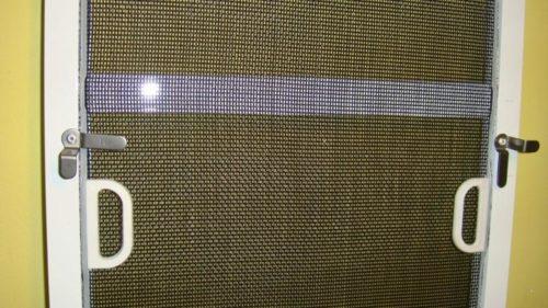 Крепление сетки на металлические флажки