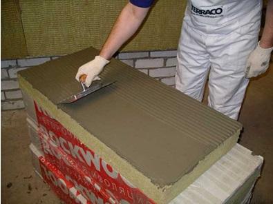 Подготовка плиты теплоизоляции к фиксации