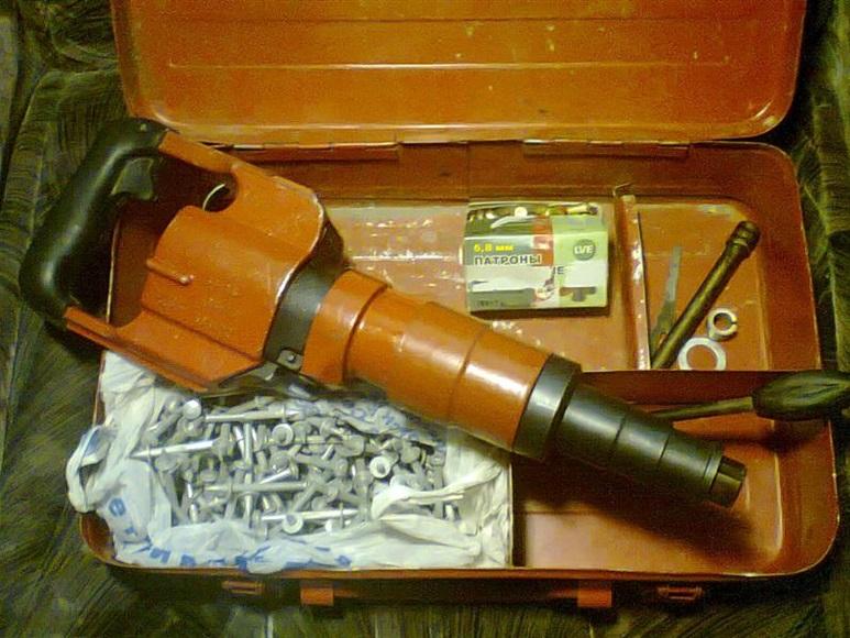 Конструкция строительного пистолета для крепления дюбелей
